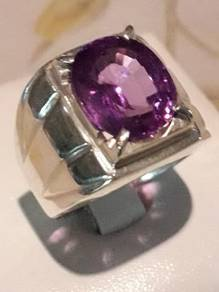 Cincin color change sapphire