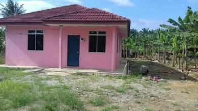 Tanah dan rumah 1 ekar Mukim Tangkak.
