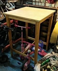 Meja tinggi
