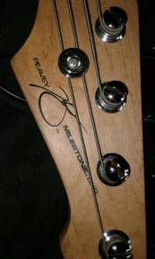 Peavey milestone 4 string