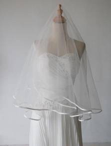 Elegant ribbon veil