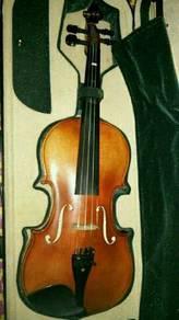 Violin utk d lepaskan. size 4/4