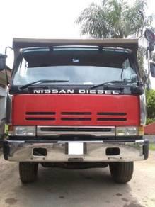 Nissan 520 - 10 Wheel Lorry