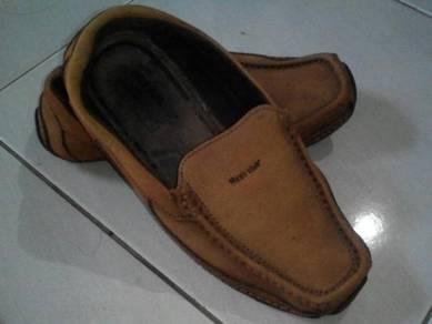 Kasut leather