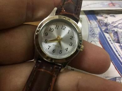 Leather strap lady watch