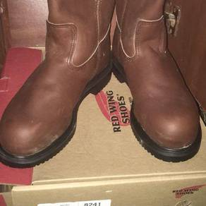 Safety Sheos Red Wings. Size 7.5 uk