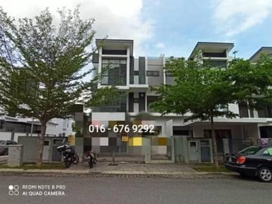 3 sty villa at Kajang below market 174k