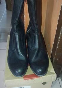 Kasut welter original leather.