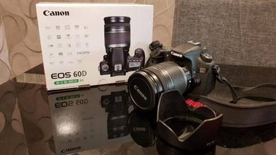 Canon 60D with ES -S 18-200 IS Kit Lense