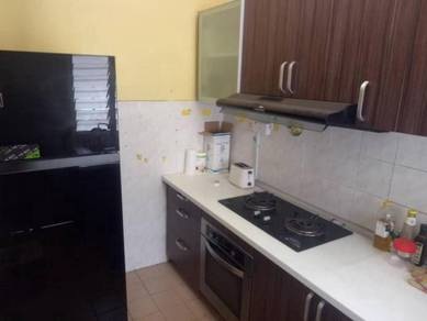 Sd2 apartment sri damansara 3r2b freehold + kitchen cabinet 1k booking