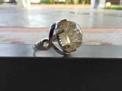 Cincin batu jarum mas dan cincin batu bukit