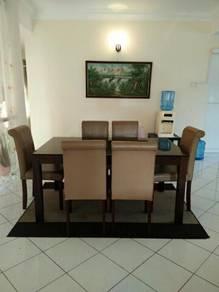Meja makan / dining table