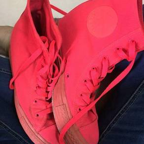 Converse all pink