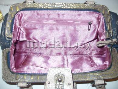 Guess Handbag bag