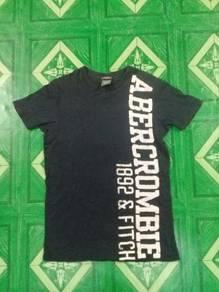 T shirt Abercrombie & Fitch hitam saiz S