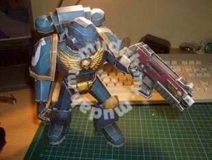 Hammer W40K Space Marine Model