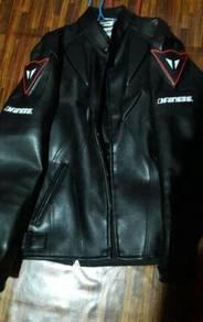 Jaket motorsikal kulit