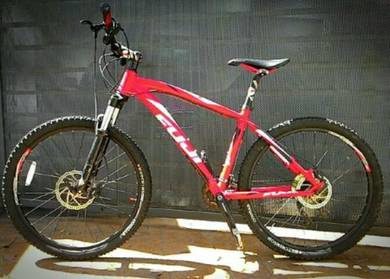 Mountain bike - Fuji Tahoe 4.0 26er