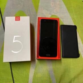 One Plus 5 (8gb 128gb) with ori case (CAN TRADE)