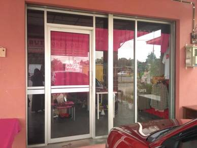 Pintu kaca kedai