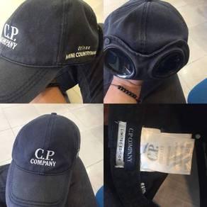 Topi c.p company untuk dilepaskan