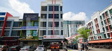 Strategic Location Office Space Facing Main Road Alam Avenue 2
