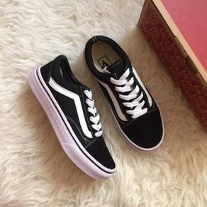 Kasut vans old skool bnw