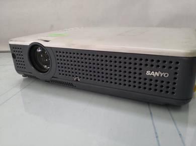 Sanyo projector secondhand 3000lumen untuk jual