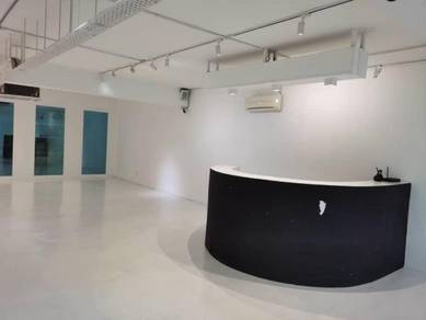 Bandar puteri puchong shop office 1/4 renovated big nice 5ac