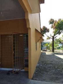 Rumah teres corner lot untuk disewa di padang tembak