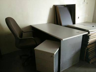 Office table, chair & podelster (1 set=3 items)