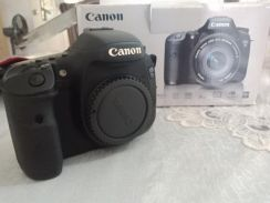 Camera canon eos 7D with canon zoom and flash