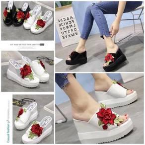 Wild Roses Embroidered Sandals Platform 7967