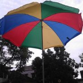 Payung bulat pelangi meja makan