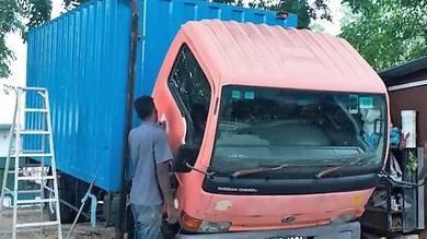 3 ton Box Truck (Nissan)