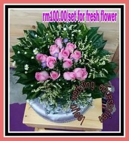 Gubahan sireh junjung bunga segar