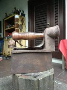 Cpe antique iron antik saterika old lama