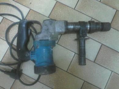Drill dilepaskan murah2 ,elok lagi.