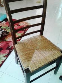 Meja makan 4 kerusi