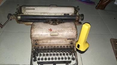 Vintage ROYAL typewriter mesin taip lama antik