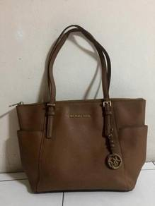 Michael Kors Jet Set Travel Multifunction Handbag