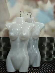 Patung gantung baju