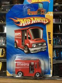 Hotwheels 2010 Bread Box - Red