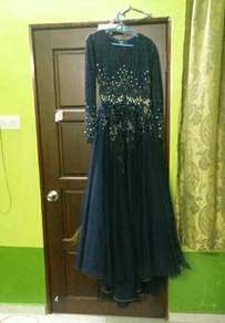 Blue black, size S. Including veil, crown