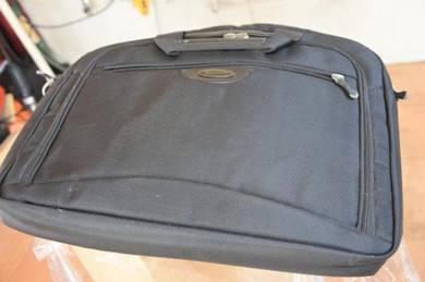 Bag ini sesuai untuk keguanna computer riba