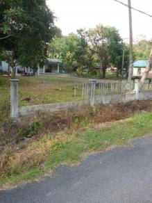 Freehold land with house in Pontian