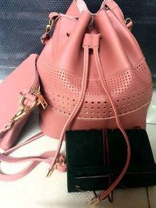 Ready Stock - Fashionable Sling Bag.