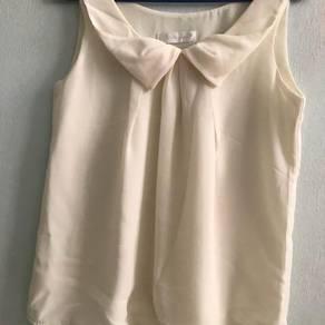 Chiffon blouse in beige