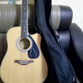 Guitar Yamaha Acouctic with Pickup