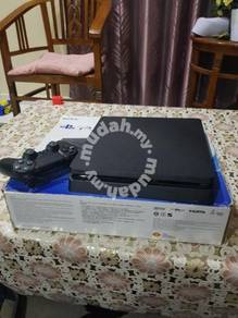 Sony ps4 1 tb for sale ( very good condition )